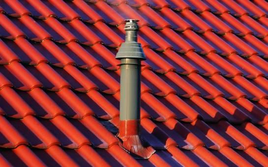 Dachówka ceramiczna – naturalne pokrycie dachu