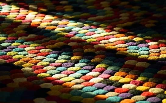 Dlaczego warto korzystać z profesjonalnych usług prania dywanów?