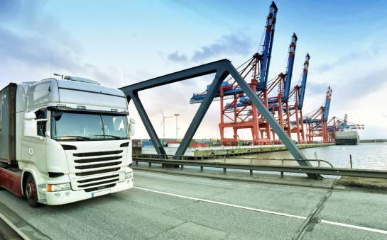 Czym charakteryzuje się transport całopojazdowy?