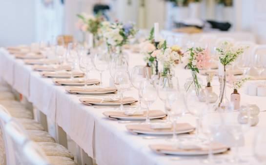 Jak znaleźć dobrą restaurację na wesele?