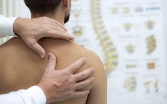 Przyczyny i leczenie bólu barku