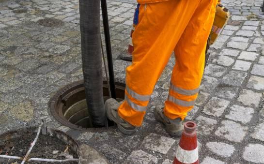 Jak szybko usunąć zator z kanalizacji?
