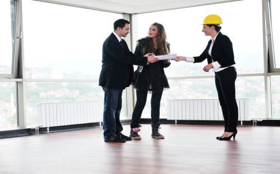 Dlaczego warto wynajmować biura?