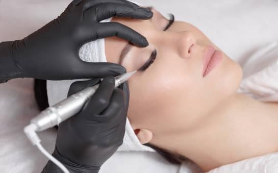 Jak wybrać dobry kurs makijażu permanentnego?