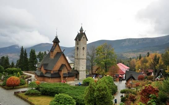 Jakie atrakcje turystyczne znajdują się w Karpaczu i okolicach?