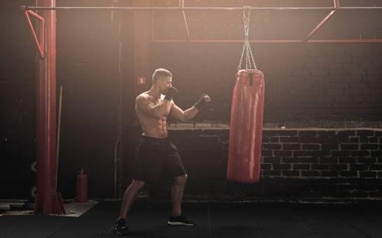 Worek treningowy – gotowy czy do samodzielnego wypełnienia?