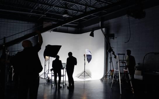 Kiedy warto wynająć studio filmowe?