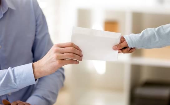 Co należy wiedzieć o umowie darowizny?