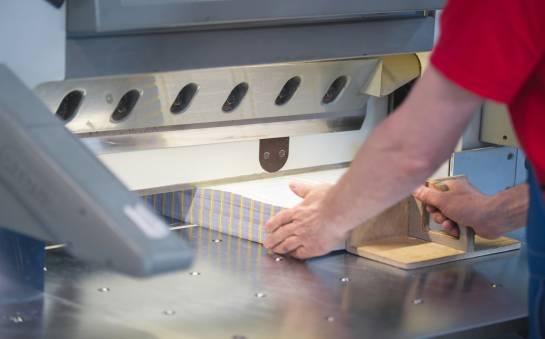 Foldery i broszury reklamowe. Jak je drukować?