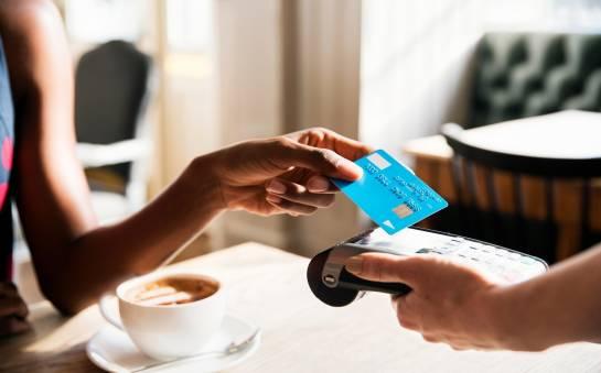 Różnice między kartą płatniczą a kredytową