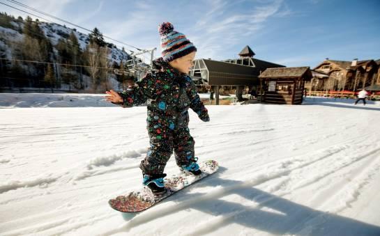 Czym charakteryzują się dziecięce deski snowboardowe?
