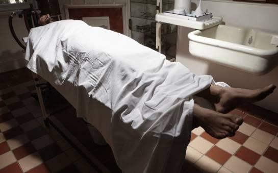 W jaki sposób ciało zmarłego przygotowuje się do ostatniej podróży?