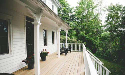 Dom drewniany kontra murowany. Porównanie rozwiązań