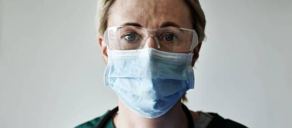Koronawirus a usługi lekarskie – jak pandemia wpływa na lekarzy i pielęgniarki?