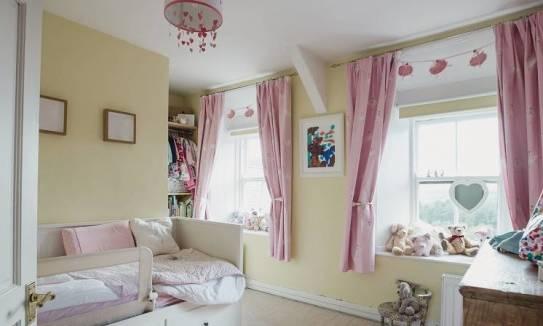 Zasłony do pokoju dziecka. Jakie materiały wybrać?