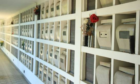 Jak dobrać płytę do piwnicy urnowej?