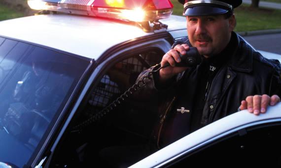Jak pracuje policja? Obowiązki i wyposażenie