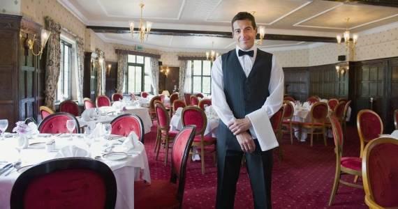 Jakie umiejętności musi posiadać kelner?