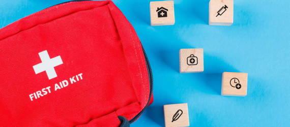 Co powinna zawierać apteczka w domu, w pracy i w samochodzie?