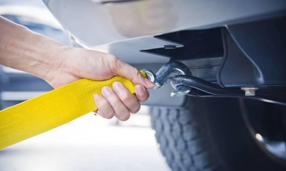 Jak holować samochód zgodnie z przepisami?