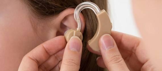 Jak korzystać z aparatu słuchowego?