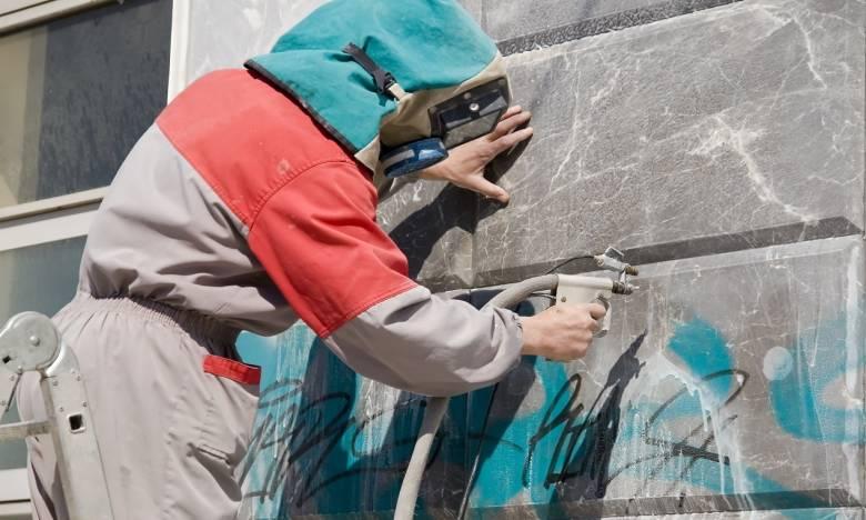 Zmywanie graffiti. Jak dobrać odpowiedni preparat?