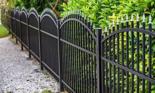 Jak zabezpieczyć ogrodzenie metalowe przed korozją?