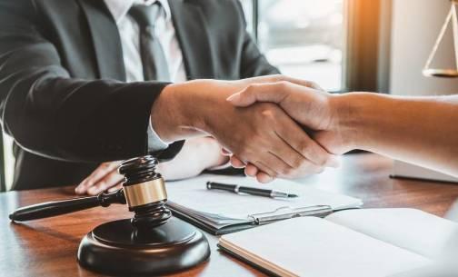 Czym jest taksa notarialna? Kilka słów o opłatach u notariusza