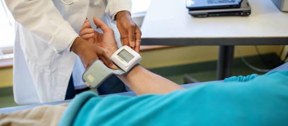 Nadciśnienie tętnicze – objawy, przyczyny, leczenie