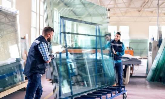 Jak przenosić tafle szkła o dużych gabarytach?